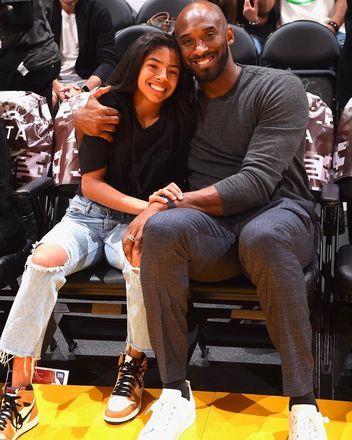 """O irmão do piloto de helicóptero que sofreu um acidente e vitimou Kobe Bryant em 26 de janeiro deste ano afirmou nesta semana que os passageiros foram """"negligentes"""" sobre as condições de voo. O ex-jogador da NBA morreu ao lado de outras oito pessoas na queda da aeronave"""