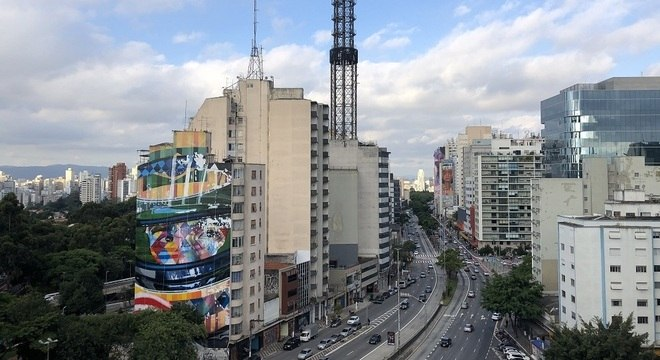 """O objetivo será a revitalização do mural """"A Lenda do Brasil"""", que mede 41 metros de altura por 17,5 metros de largura"""