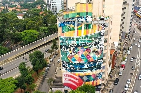 """""""A Lenda do Brasil"""" durante revitalização"""