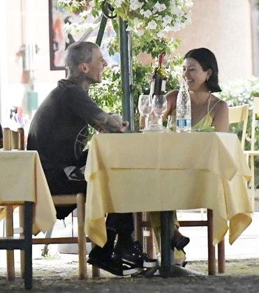 O casal foi fotografado em clima de descontração, enquanto davam risada juntos