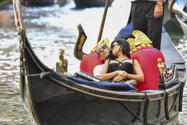 Também na Itália, o casal fez um passeio clássico em Veneza, nas famosas gôndolas da cidade