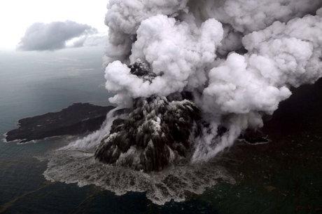 Anak Krakatoa tem atividade vulcânica constante