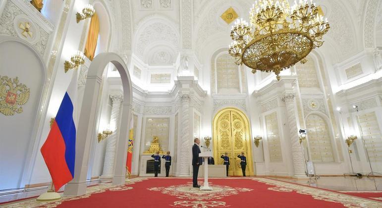 Russos e Otan enfrentam momento de tensão política com acusações de espionagem