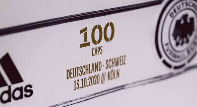 Detalhe da camisa da Alemanha, nesta peleja de Colônia