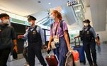 Atleta bielorrussa é levada contra a vontade ao aeroporto de TóquioVEJA MAIS