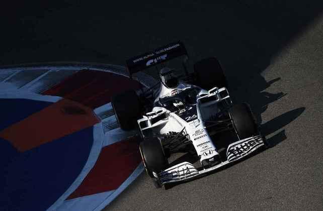 Kvyat apostou em boa estratégia, largando com pneus duros, para ganhar posições
