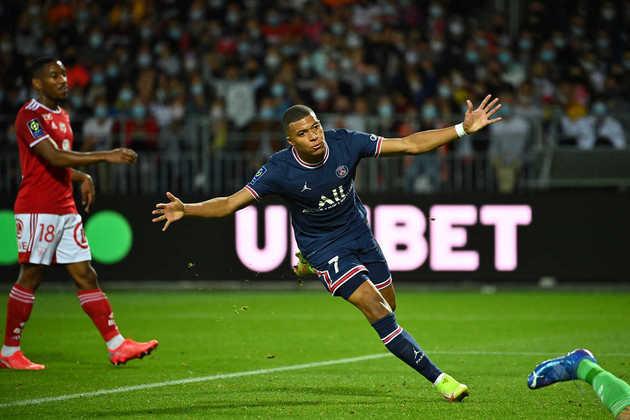 Kylian Mbappé - Estrela do PSG tem mais um ano de contrato com o clube francês, mas já manifestou o desejo de sair do clube. Real Madrid é o principal interessado