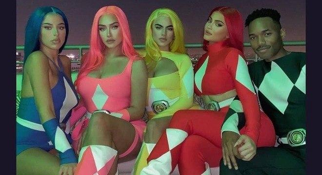 Kylie e os amigos homenagearam os Power Rangers