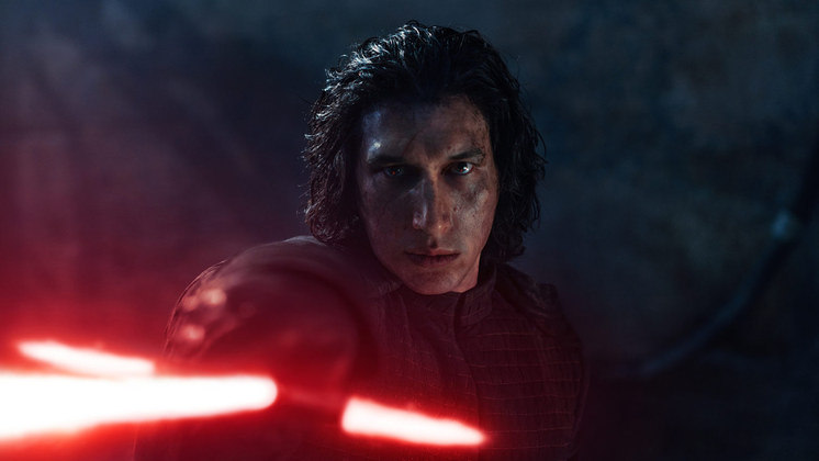 Kylo RenO vilão da mais recente trilogia de Star Wars também é cheio de nuances. Apesar de cometer atos horrendos, como matar o próprio pai, ele mostra uma gama de emoções e sentimentos que o tornam bastante humano. Ao longo dos três filmes, a evolução de Kylo conquistou os fãs