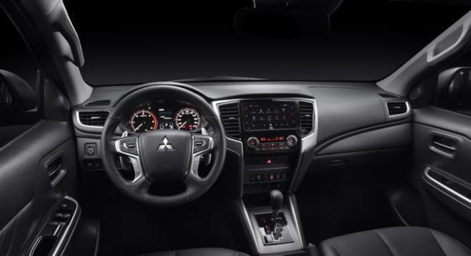 Interior segue o padrão já conhecido mas com nova multimídia e computador de bordo colorido