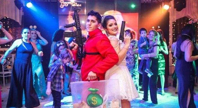 Robson e Laila comemoraram o casamento e adoração por La Casa de Papel