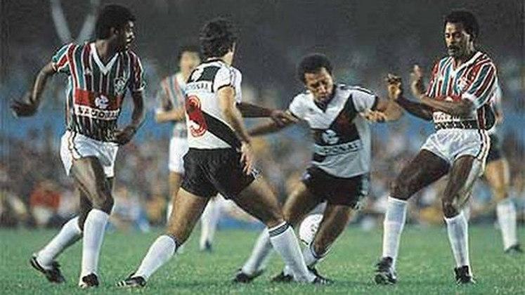 Lá em 1984, com patrocínios pontuais para Vasco e Fluminense, o Banco Nacional deu o pontapé inicial no negócio, assim como os bancos Credireal e Agrimisa, entre as décadas de 80 e 90, para o Atlético-MG.