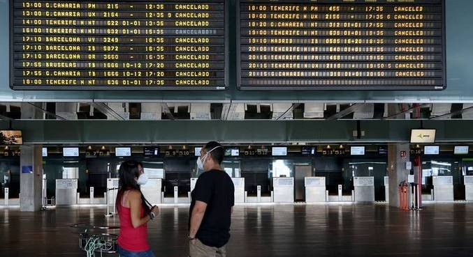 Pistas do aeroporto de La Palma foram liberadas neste domingo