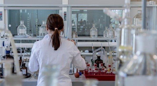 Mulheres cientistas inspiram meninas a descobrir a pesquisa