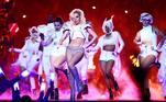 Gaga: Five Foot TwoLady Gaga também abriu um pouco de sua vida no documentário de 2017. Além de acompanhar os bastidores da preparação de Gaga para se apresentar no intervalo do Super Bowl, o filme também foca em sua luta contra dores constantes causadas pela fibromialgia