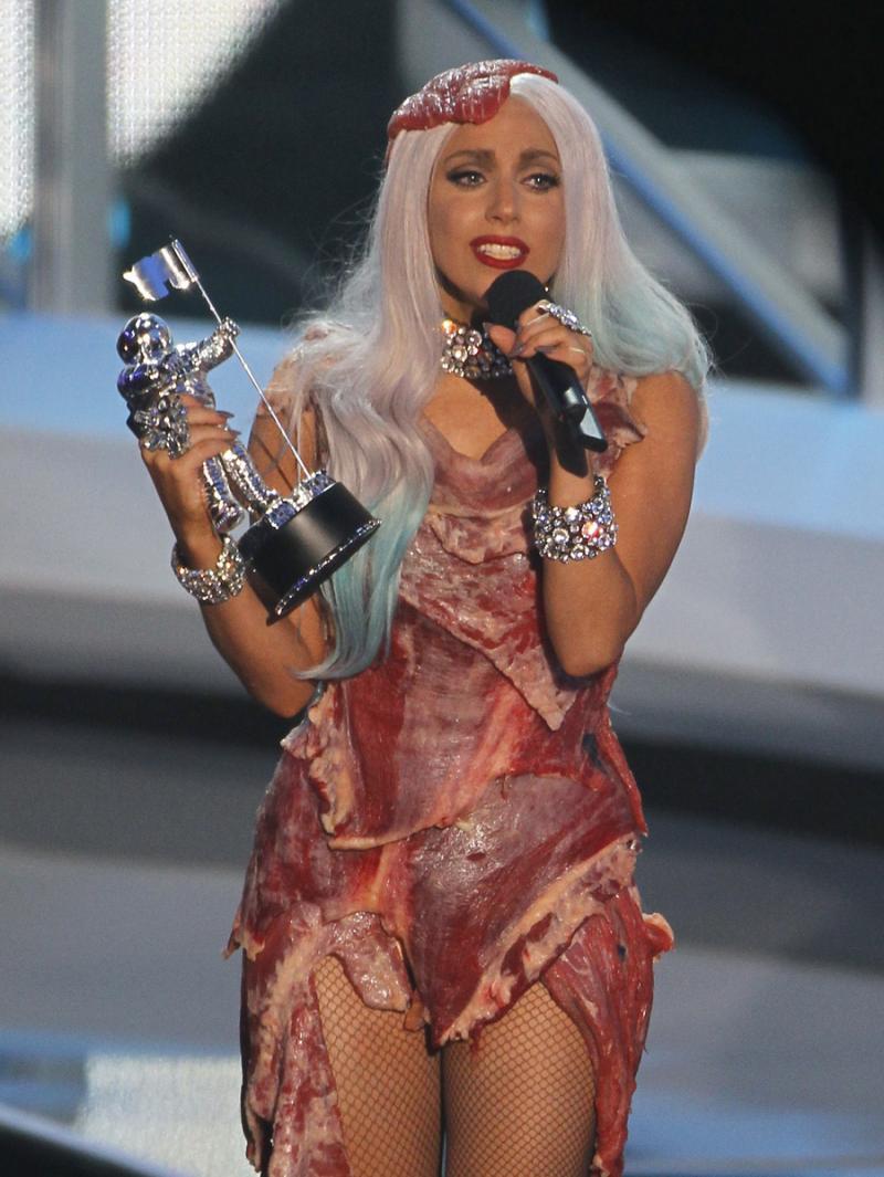 De Vestido De Carne A Supercaudas Lady Gaga é A Rainha Dos