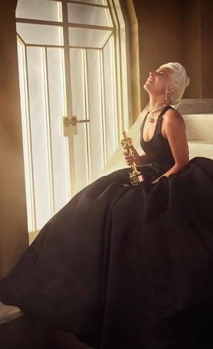 Gaga e a estatueta do Oscar