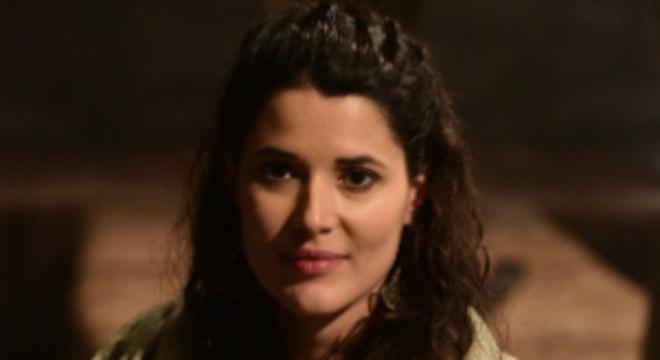 Laila implora para Asisa ajuda-la a não ser apedrejada