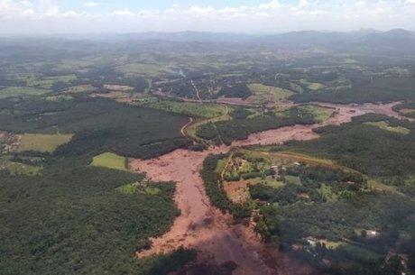 Lama que jorrou após rompimento da barragem em Brumadinho (MG) já chegou ao rio Paraopeba