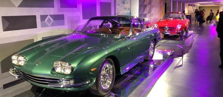 Lamborghini Touring 400GT tinha 320cv e estilo rebuscado para os anos 1960