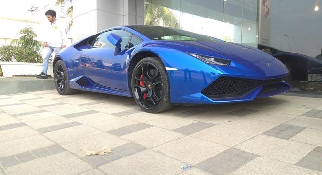 Dias após receber o dinheiro, Hines comprou uma Lamborghini Huracán azul