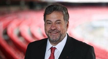 Julio Casares assume a presidência do clube