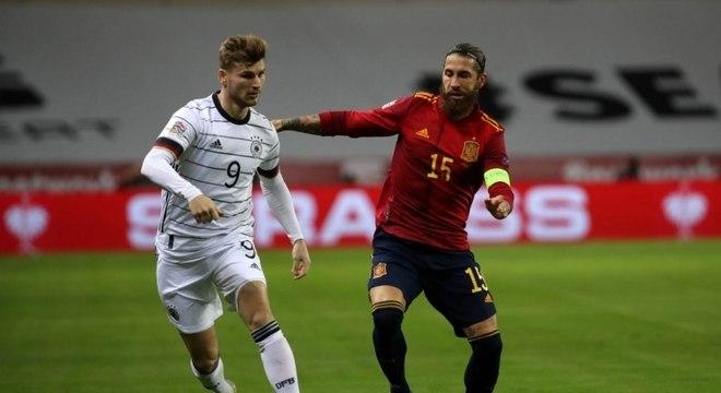 Sergio Ramos sofre lesão na panturrilha e não enfrenta o Liverpool