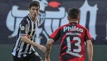 Atlético-MG vence o Athletico e fica a um ponto do líder Palmeiras