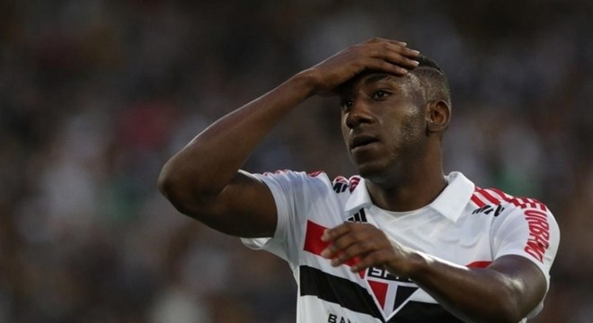 Gonzalo Carneiro lamenta chance perdida contra Botafogo, no domingo