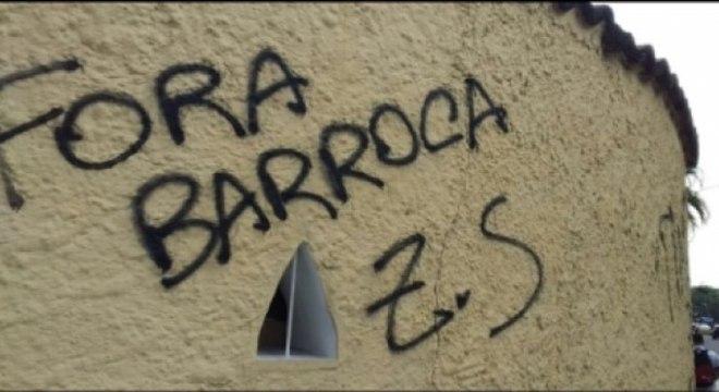 Muros da sede do Botafogo pichado contra o treinador Barroca