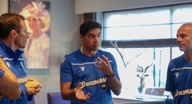 Ex-comandado de Abel Ferreira, Douglas elogia novo treinador do Palmeiras