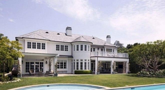 LeBron James, astro da NBA, coloca mansão de R$ 110 milhões a venda em LA