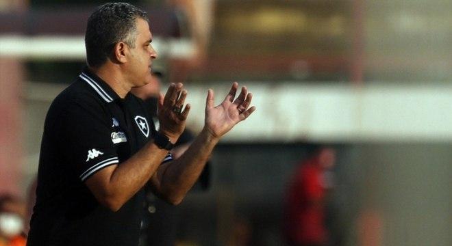 Defesa do Botafogo volta a cometer erros e registra marca negativa