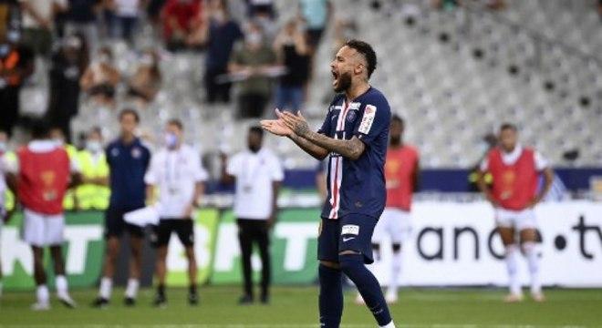 Volta de Neymar para o Barcelona não irá acontecer na próxima temporada