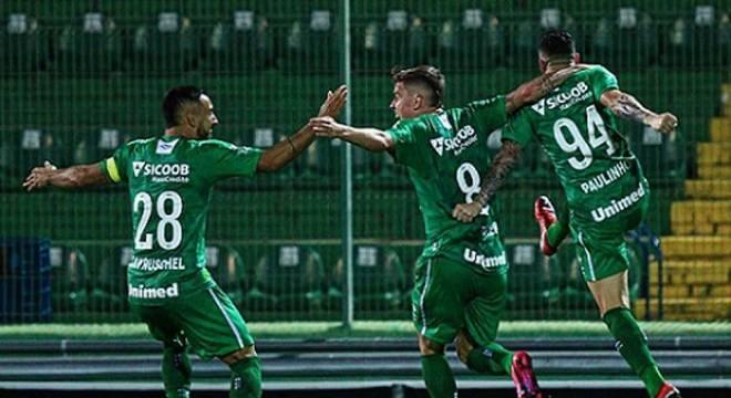 Paulinho Moccelin marcou o gol da vitória do time alviverde