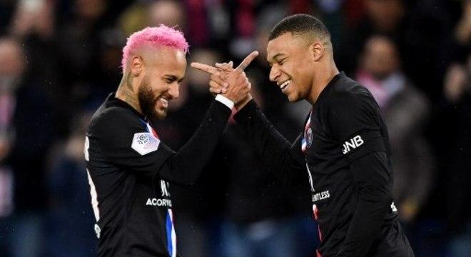 Mbappé e Neymar em jogo do Paris Saint-Germain