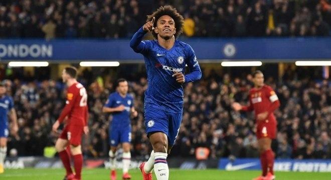 Brasileiro Willian marcou primeiro gol da vitória do Chelsea sobre Liverpool