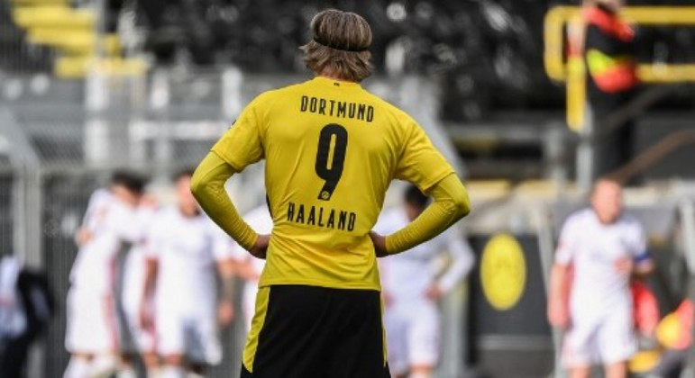 CEO do Dortmund garante permanência de Haaland no clube