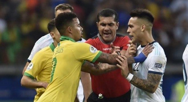 Gabriel Jesus. Gol, assistência e coragem para enfrentar argentinos