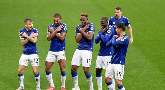 Everton não toma conhecimento do Brighton e vence com facilidade