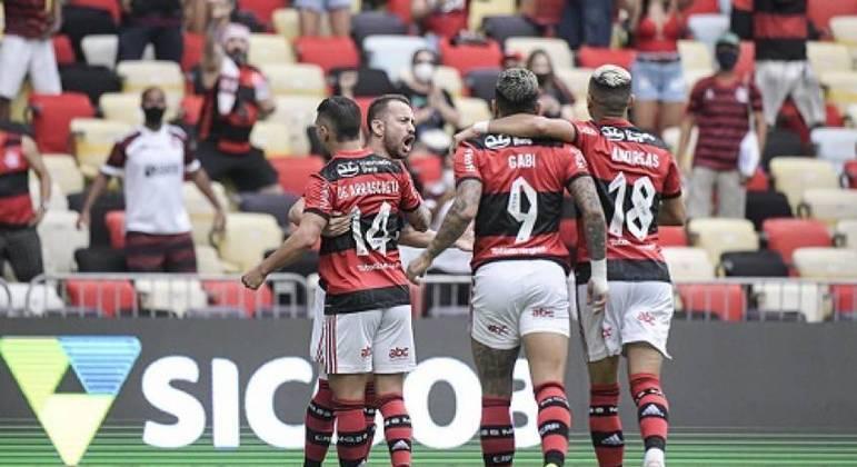 Everton Ribeiro fez o gol que abriu o placar para o Flamengo