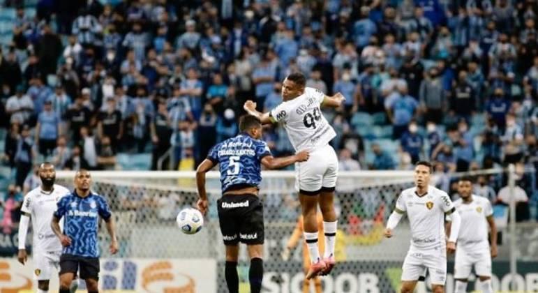 Mikael deu muito trabalho para a defesa do Grêmio. Ele fez um dos gols do jogo