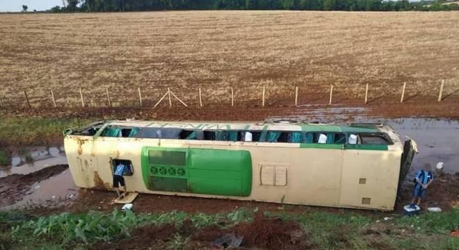 Ônibus tombou e causou tragédia no norte do Rio Grande do Sul