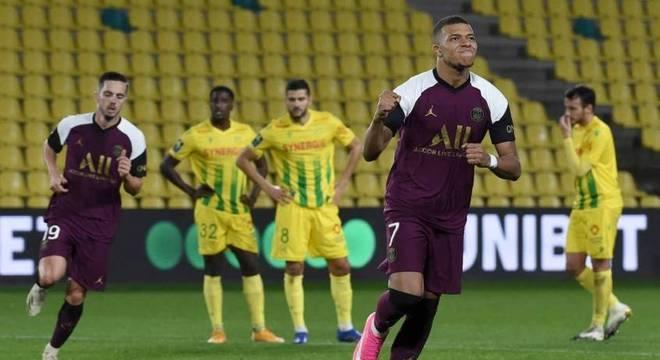 Mbappé saiu 10 minutos após anotar gol contra o Nantes