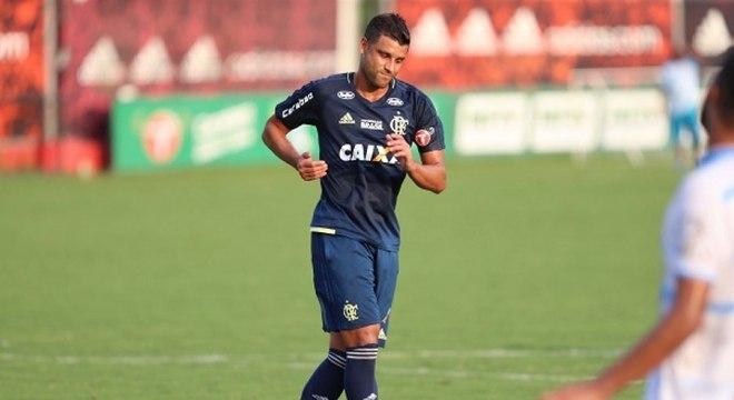 Ederson sofreu muito com as lesões enquanto esteve no Flamengo