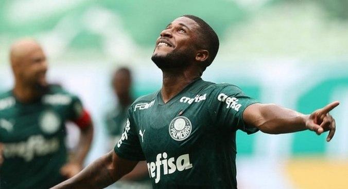 Emerson Santos comemora o gol marcado diante do Botafogo