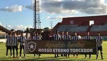 Botafogo entra em campo com homenagem a Agnaldo Timóteo