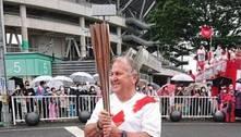 Zico carrega tocha olímpica no Japão: 'Meu país me negou isso'