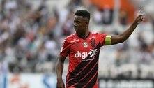 Wellington assina contrato e já pode estrear pelo Fluminense