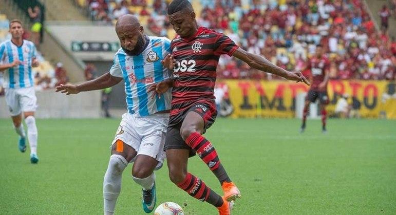 Flamengo teve dificuldades, mas estreou no Carioca com vitória